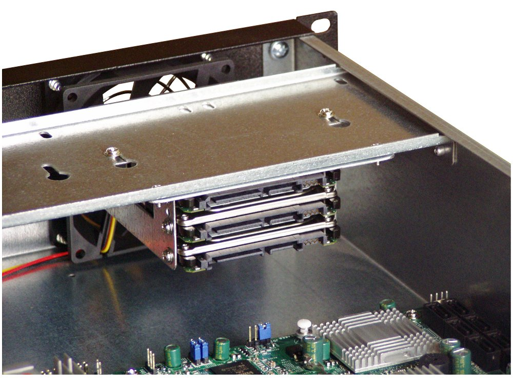 three 2.5'' HDDs in chassis D24